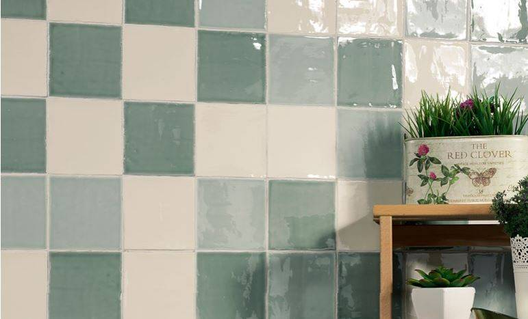 carrelage mur carre blanc et couleurs