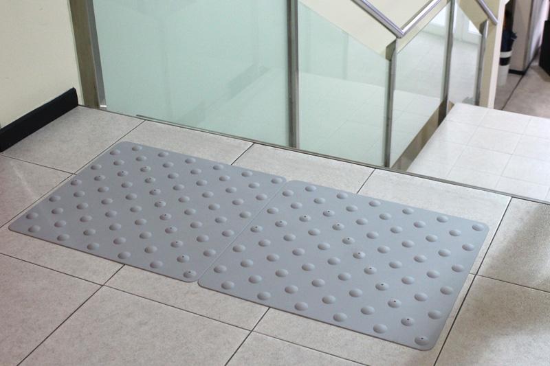tapis d 39 eveil de vigilance dalles podotactyles jacou v2 carrelage design le comptoir de. Black Bedroom Furniture Sets. Home Design Ideas